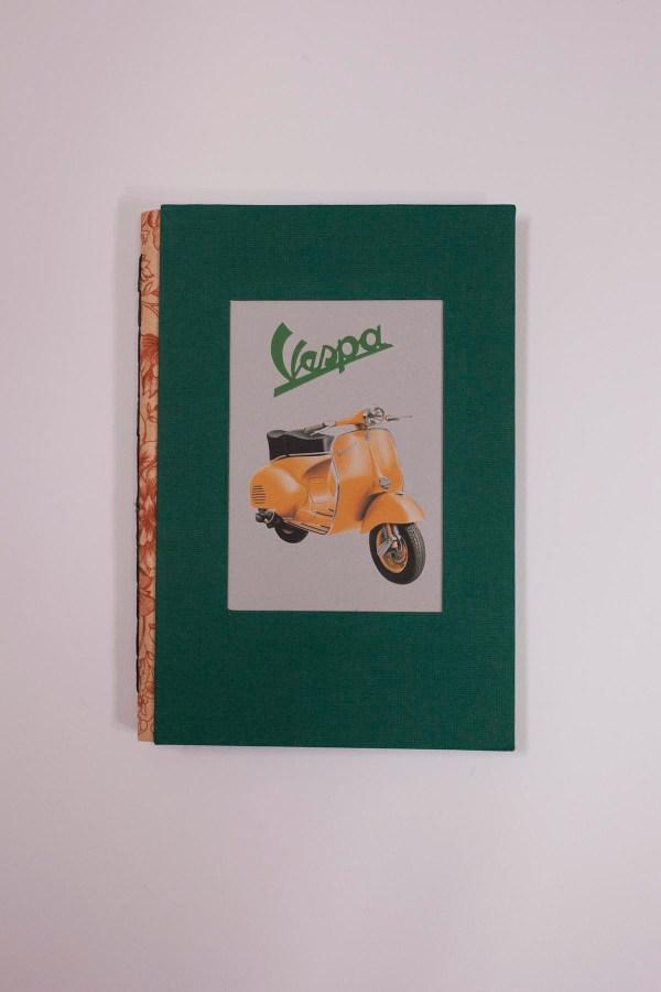 cuaderno con ilustración vespa
