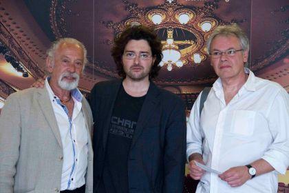 De izqda a dcha, José Luis de Madariaga (actor); Alberto Morais (director); y Enrique Ramírez Guedes (presentador/moderador).