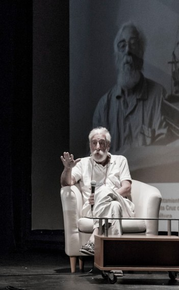 Rafael Navarro Miñón en un momento del coloquio.