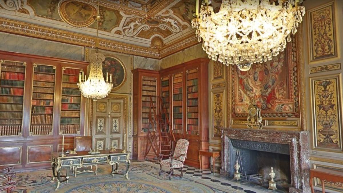 Chateau Vaux le Vicomte - library