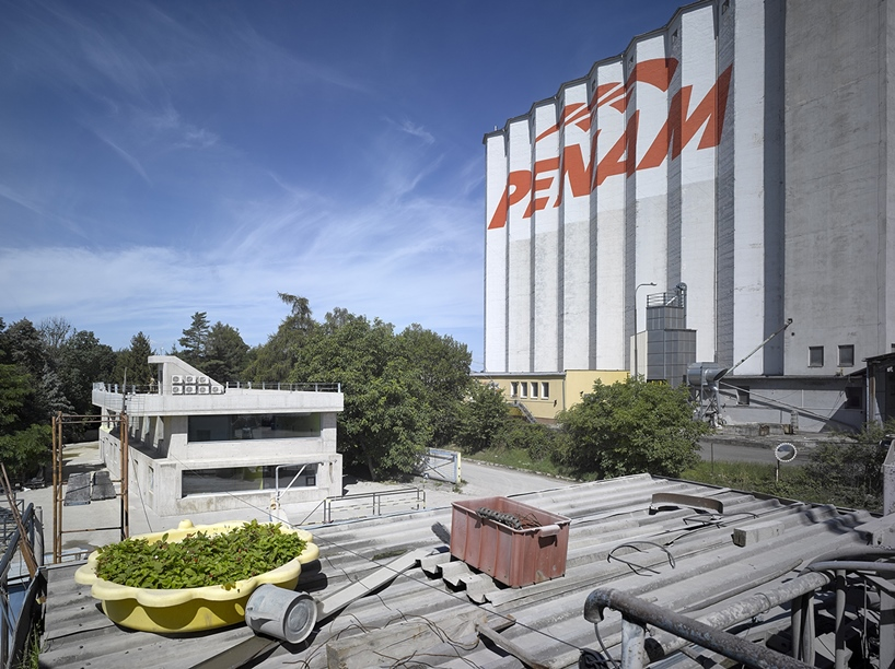 architektura blends raw, concrete structure with its industrial surroundings