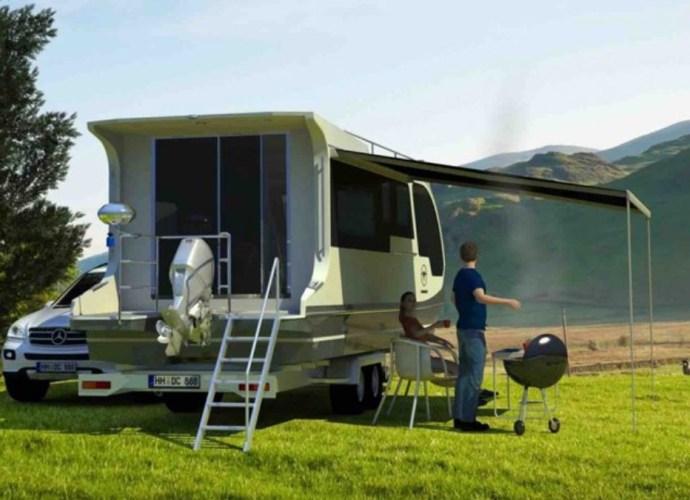 Caravan Houseboat