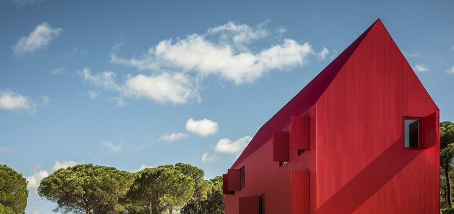 Modern Minimalist Red House in Portugal