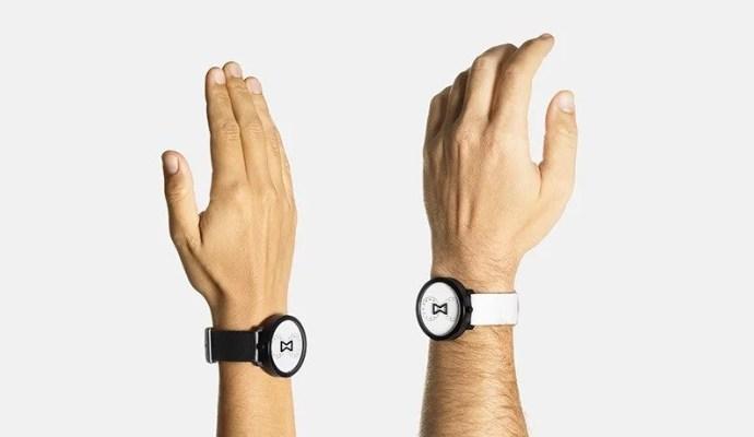 NU:RO analog watch mesmerizes with its minimalist twin movement