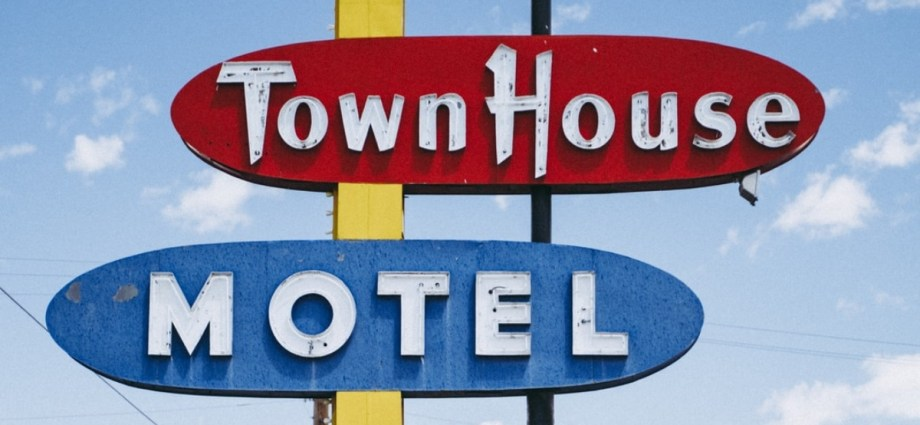Town House motel sign