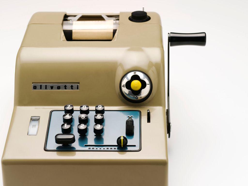 Olivetti Summa 15 desk top calculator designed by Marcello Nizzoli