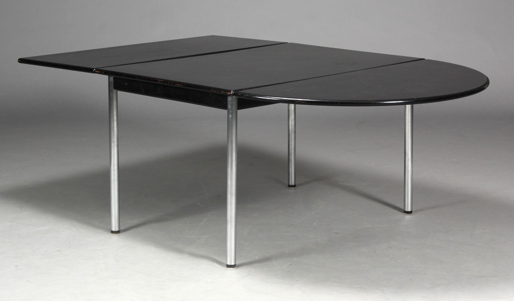 Table by Leif Erik Rasmussen