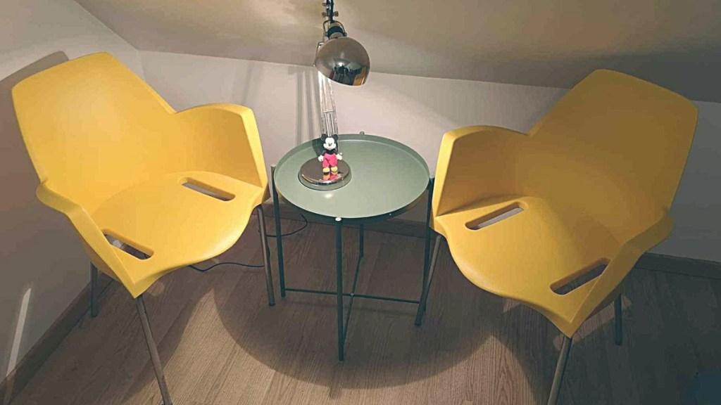 Alfredo Simonit yellow chairs featured image