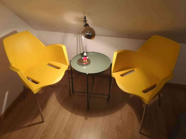 Pair of yellow vintage design chairs by Alfredo Simonit