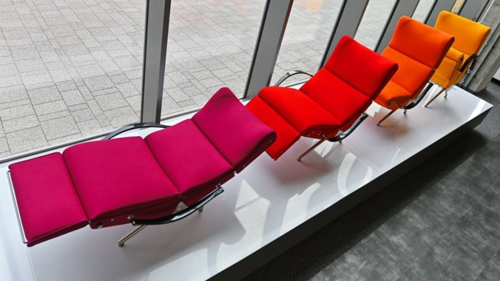 P40 articulated lounge chair