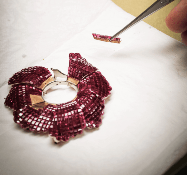 serti mystérieux or serti invisible jewellery setting technique