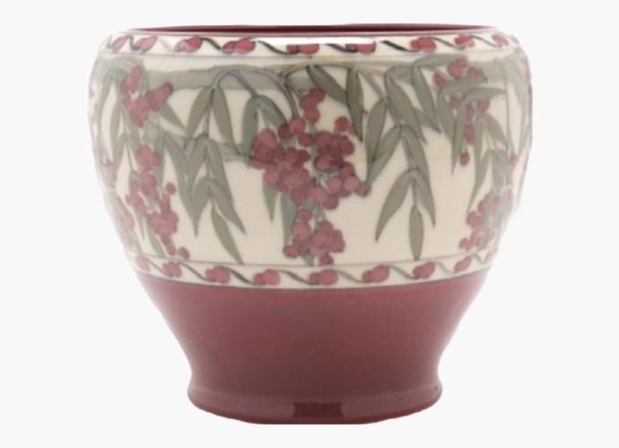 Lorinda Epply ceramic vase featured image