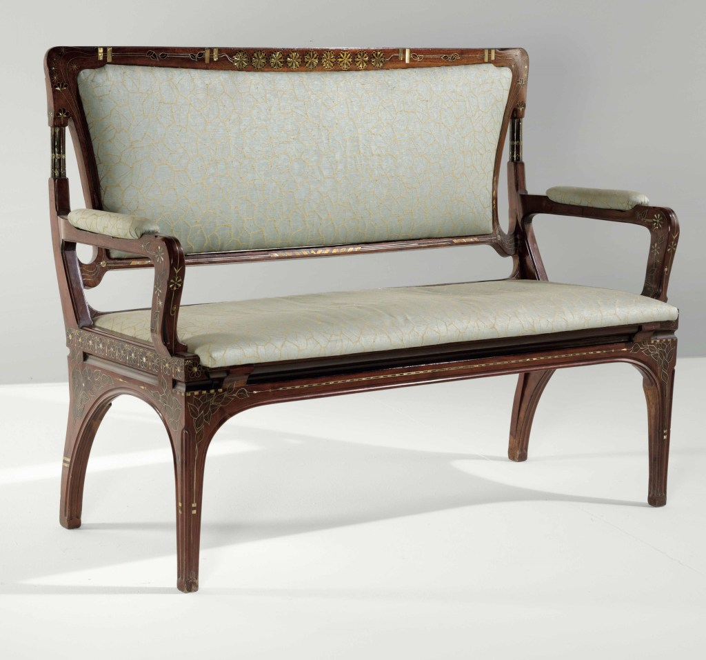 Eugenio Quarti - Sofa in mahogany. Mother of pearl inlays