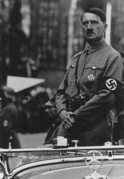 Adolf Hitler Date Et Lieu De Décès : adolf, hitler, décès, Début, Terreur, Nazie, Photographie, Encyclopédie, Multimédia, Shoah