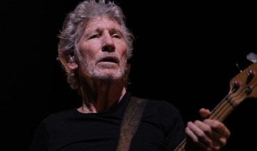 Roger Waters ravive les tensions entre les membres de Pink Floyd en reprenant Mother