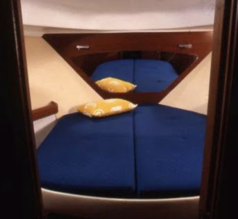 Beneteau Antares 980 forward cabin