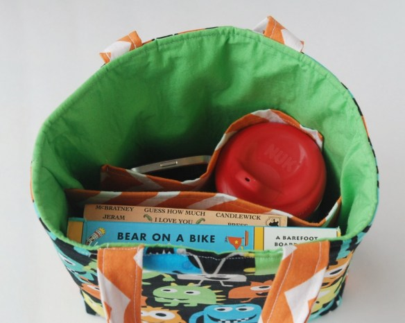 Make a cute insulated lunch bag {or tote!} with an easy-to-follow pattern from Gingercake patterns