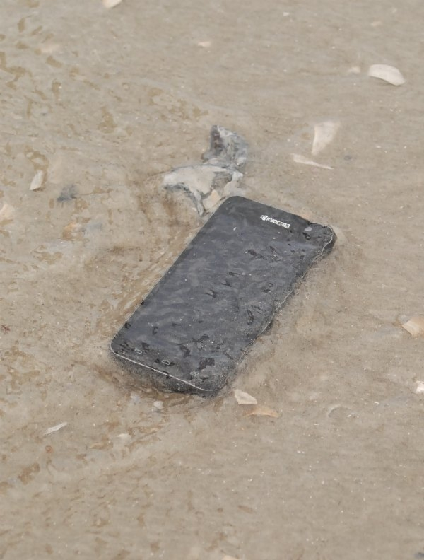 The Kyocera Hydro Vibe is a waterproof cell phone that can stand up to whatever you throw at it {or spill on it!}. #MC # SprintMom #sponsored