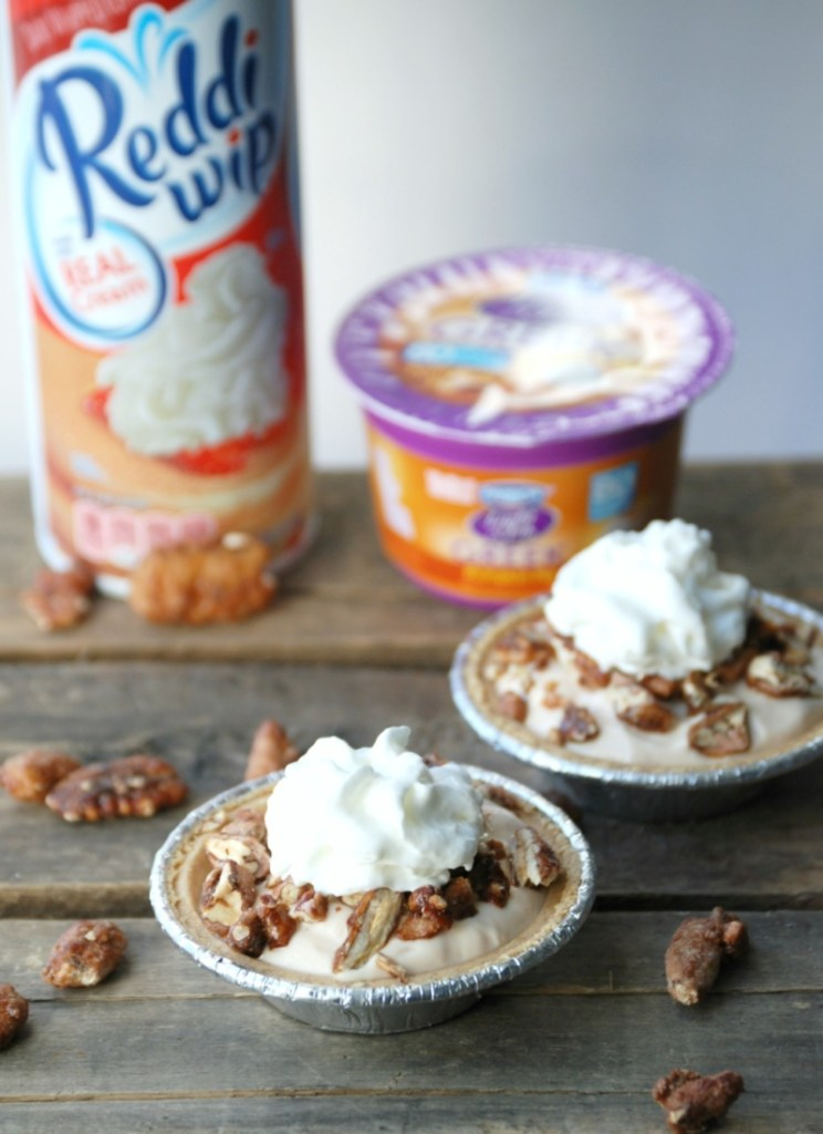 You won't believe how quickly these Mini Pumpkin Pecan Snickerdoodle Pies come together. Use them for a delicious snack or a healthier dessert option! #EffortlessPies #ad