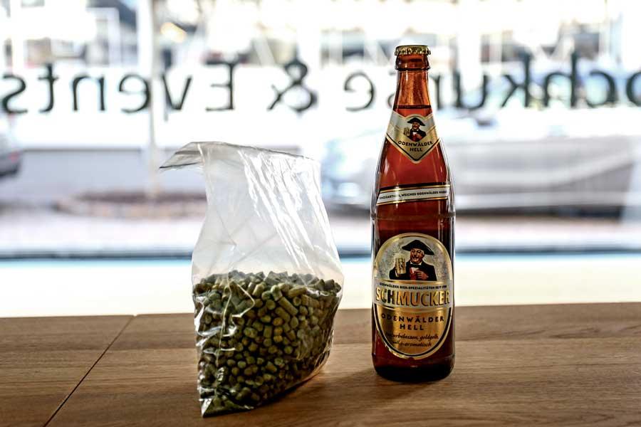 Hopfenpellets und Odenwälder Hell von der Privat-Brauerei Schmucker