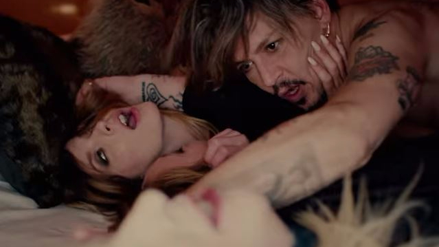 marilyn-manson-kill-4-me-video-johnny-depp-threesome-end-of-a-century-foto