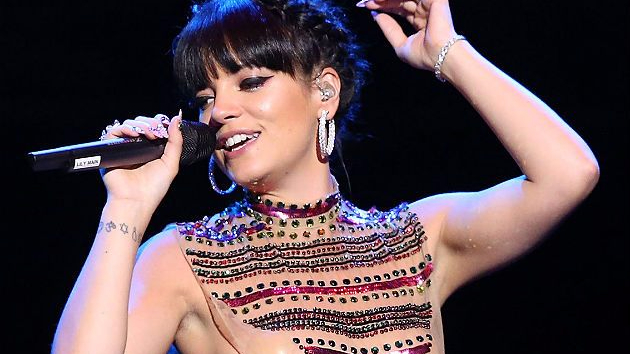 lily-allen-trigger-bang-giggs-canzone-foto