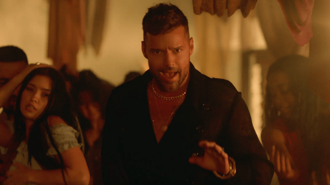 ricky-martin-fiebre-video-end-of-a-century-foto