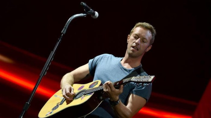 chris-martin-canzone-apple-beatles-foto