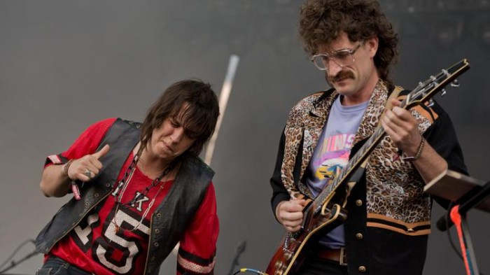 julian-casablancas-the-voidz-pyramids-of-bones-foto
