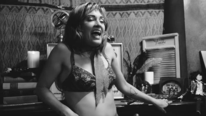 lauren-ruth-ward-blue-collar-sex-kitten-video-end-of-a-century-foto
