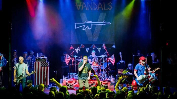 the-vandals-concerto-milano-agosto-foto