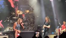 """Foo Fighters Chad Smith Red Hot Chili Peppers suona la batteria a New York per la cover dei Faces """"Stay With Me"""""""