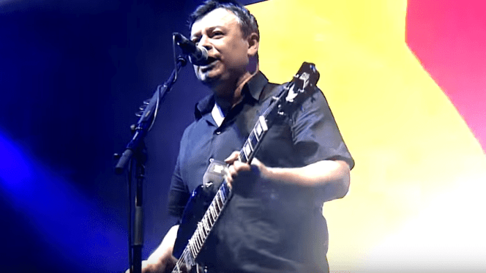"""manic street preachers video """"People Give In"""" nuovo album """"Resistance Is Futile"""" foto"""