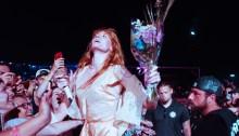 florence welch osheaga festival montreal balla durante il concerto degli arctic monkeys foto