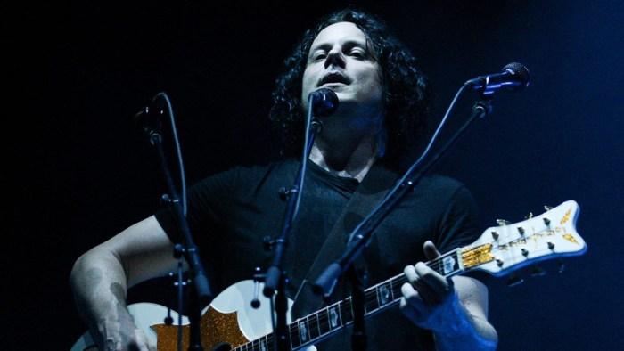 """Jack White suona la cover di """"Daughter"""" dei Pearl Jam a Seattle"""