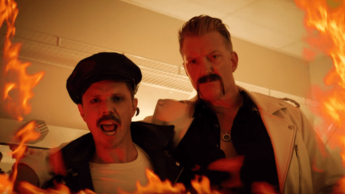 "jake shears ""big bushy moustache"" special guest josh homme qotsa foto"