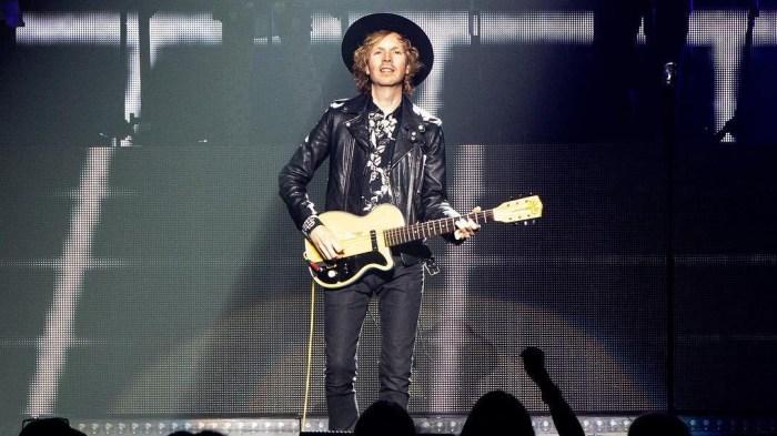 """Beck e Julian Casablancas hanno eseguito la cover del 1982 dei human League """"Don't You Want Me"""""""