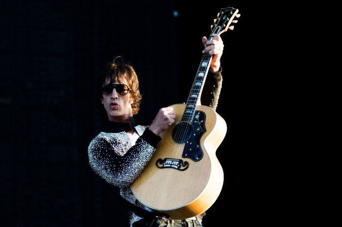 "Richard Ashcroft pubblicherà il 19 ottobre il nuovo album ""Natural Rebel"" anticipato dal singolo e video ""Surprised By The Joy"""