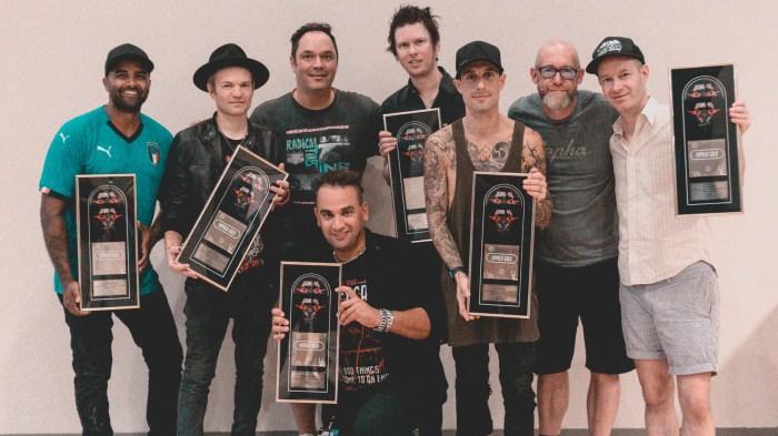 """Sum 41 ricevono il Disco D'Oro per l'album """"13 Voices"""""""
