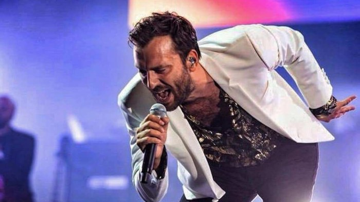 """Cesare Cremonini, il nuovo singolo è """"Possibili Scenari"""", venduti oltre 150.000 biglietti per il tour"""
