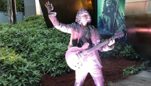 Inaugurata al Museum of Pop Culture di Seattle la statua di Chris Cornell
