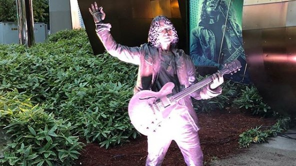 Inaugurata al Museum of Pop Culture di Seattle la statua di Chris Cornell
