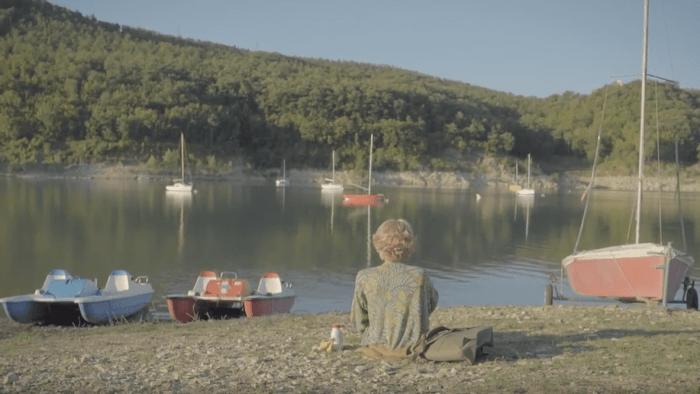 """""""Giorgia"""" è il nuovo video di Maru che vede un manichino in giro per l'Italia per ricongiungersi alla cantautrice"""