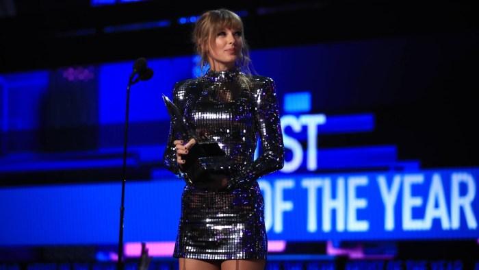 Taylor Swift ha vinto il premio Artist of The Year agli American Music Awards 2018