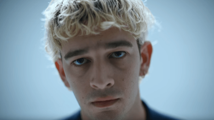 """Love It If We Made It"" è il nuovo video dei The 1975 diretto da Adam Powell"