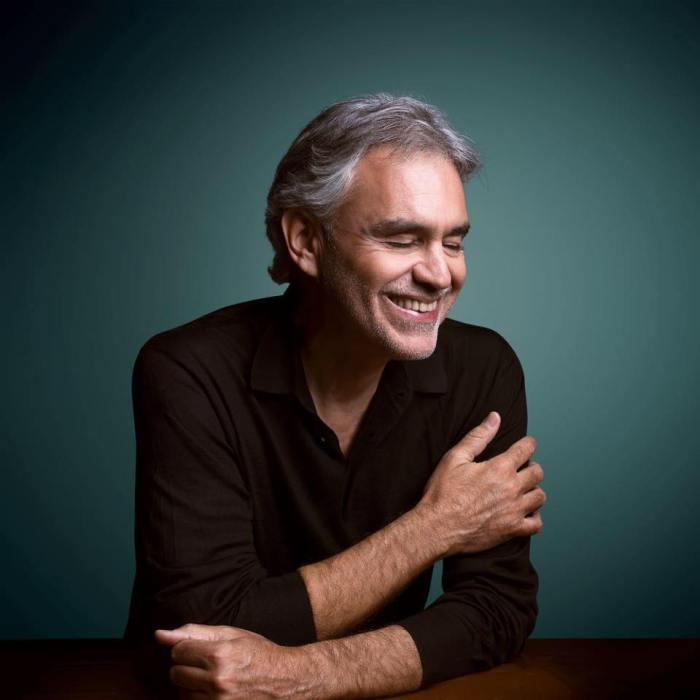 """Andrea Bocelli, leggi la recensione di """"Sì"""" con le partecipazioni di Ed Sheeran, Raphael Gualazzi, Dua Lipa e altri"""