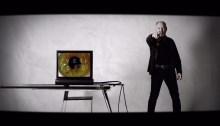 """Vasco Rossi è tornato con il nuovo singolo """"La Verità"""", il video è diretto da Pepsy Romanoff, primo piano sull'iride del Blasco"""