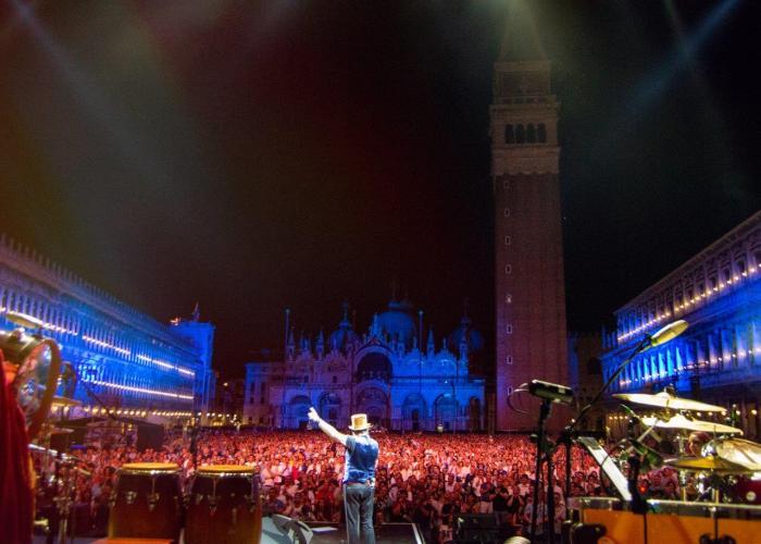 Zucchero, il suo doppio concerto estivo a Venezia andrà in onda il 1 gennaio 2019 su Rai 2