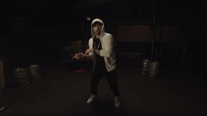 """Eminem torna con il freestyle di """"Kick Off"""""""