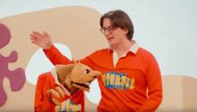 """Giorgio Poi è tornato con il singolo e video di """"Vinavil"""", diretto da Zavvo Nicolosi e vede un simil-Giovanni Muciaccia in Art Attack"""